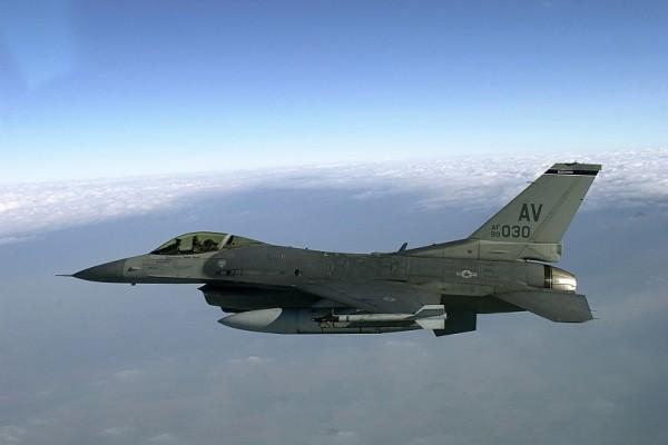 ΝΑΤΟϊκό F-16 επιχείρησε να προσεγγίσει το αεροσκάφος του Ρώσου υπουργού Άμυνας
