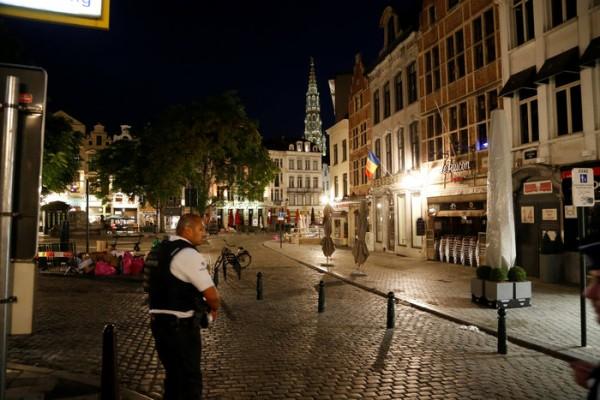 Τρόμος στις Βρυξέλλες: Εξουδετερώθηκε καμικάζι ζωσμένος με εκρηκτικά, λίγο πριν ανατιναχτεί! (photos+video)