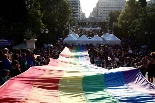 Athens Pride 2017: Τεράστια συμμετοχή στο κέντρο της Αθήνας! Η μεγάλη γιορτή που έγινε για πρώτη χρονιά στο Σύνταγμα! (photos)