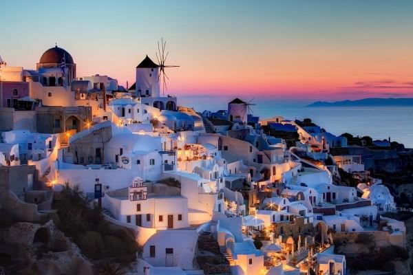 Σαντορίνη: Ένα από τα ομορφότερα νησιά του κόσμου με τις υπέροχες παραλίες και το μοναδικό ηλιοβασίλεμα! (Photo)