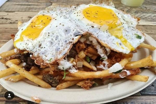 Οι πιο νόστιμες μεξικάνικες πατάτες με μπύρα και τηγανητό αυγό - Θα ξετρελαθείτε!