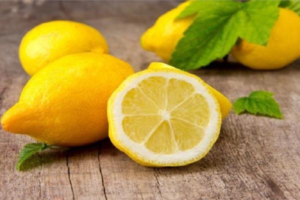 Δείτε τι χάνεται εάν βάζετε στην κατάψυξη τα λεμόνια σας!