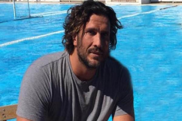 Survivor: Ο Κώστας Κοκκινάκης επέστρεψε στην Ελλάδα - Δείτε τις πρώτες φωτογραφίες από το αεροδρόμιο