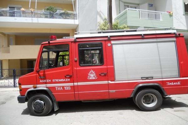 Λάρισα: Φωτιά ξέσπασε σε κάδους στο κέντρο της πόλης - Κινδύνεψαν ακόμη και καταστήματα (Photo)
