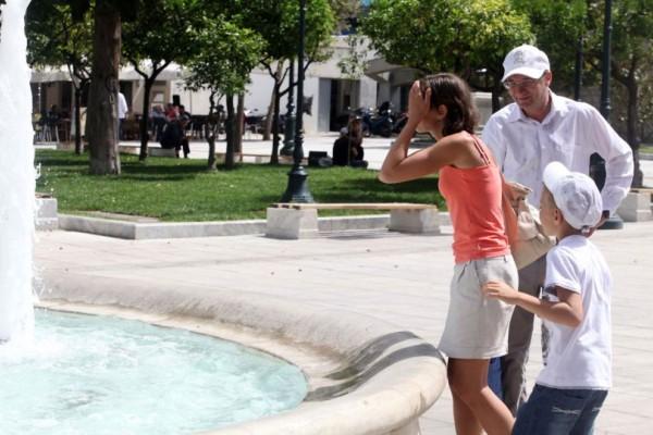 Μπήκε το καλοκαίρι για τα καλά: Σε ποια πόλη η θερμοκρασία έδειξε τους 37 βαθμούς;