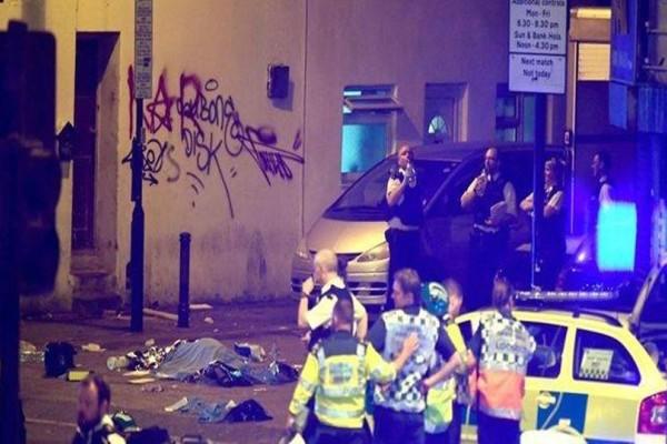 Νέο τρομοκρατικό χτύπημα στο Λονδίνο: Φορτηγάκι έπεσε πάνω σε πιστούς που έβγαιναν από τζαμί!