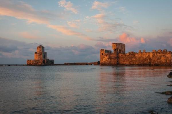 Μαγεία: Το ονειρεμένο κάστρο στην Ελλάδα που βρίσκεται στην κυριολεξία μέσα στην θάλασσα! (photos)