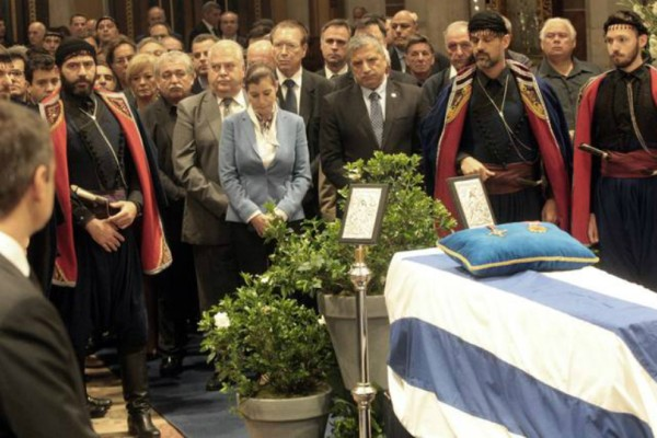 Συγκλονιστική αποκάλυψη για την κηδεία του Κωνσταντίνου Μητσοτάκη! Τι συνέβη μισό αιώνα μετά;