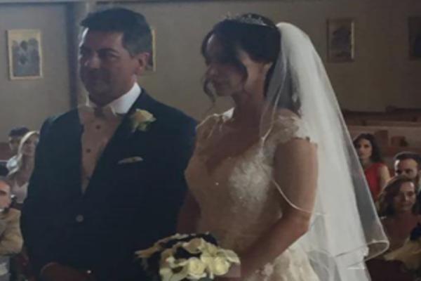 Παντρεύτηκε (και) η Μάρω Λύτρα! Δείτε φωτογραφίες από το μυστήριο και το λαμπερό νυφικό της
