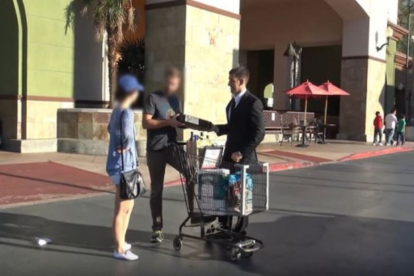 Έπος: Τύπος κατάφερε και πούλησε την... γυναίκα του για 100.000 δολάρια! (video)