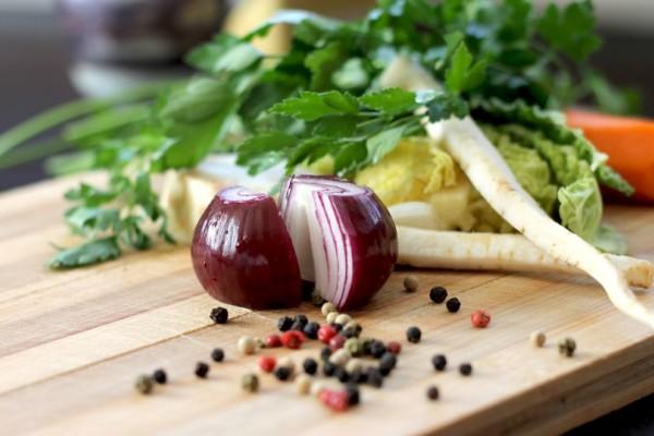 Το γνωρίζατε; Για ποιο λόγο απαγορεύεται να βάζετε τα κρεμμύδια στο ψυγείο!