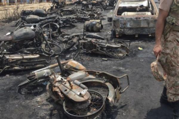 Βίντεο - σοκ: Κάηκαν ζωντανοί 132 άνθρωποι από ανατροπή βυτιοφόρου!