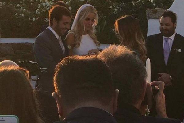 Ντύθηκε νυφούλα η Δούκισσα Νομικού: Λαμπερές φωτογραφίες και βίντεο από τον γάμο της χρονιάς στην Μύκονο!
