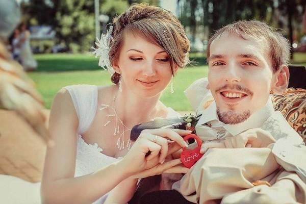 Συγκινητική ιστορία: Βρήκε την γυναίκα της ζωής του μέσω διαδικτύου ενώ τους χώριζαν 3000 χιλιόμετρα ! (Video)