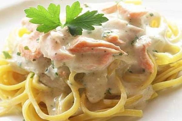 Η συνταγή της ημέρας: Σπαγγέτι με σολομό και... βότκα!