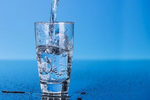 Πίνετε νερό νηστικοί; Ξέρετε τι συμβαίνει στο σώμα σας;