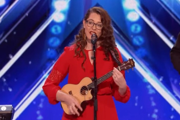 America`s Got Talent: Η 29χρονη  κωφή τραγουδίστρια που συγκλόνισε τους πάντες! (video)