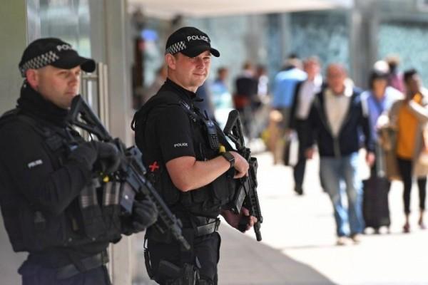 Έκτακτο: Οπλισμένος άνδρας κρατάει ομήρους σε κέντρο απασχόλησης στο Νιουκάστλ!