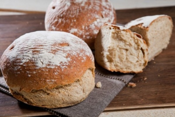 Φτιάξτε την πιο εύκολη συνταγή για σπιτικό ψωμί με προζύμι κρεμμυδιών χωρίς μαγιά!