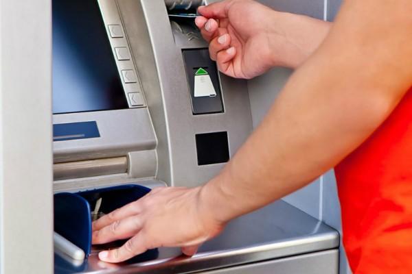 Έρχονται αλλαγές στα capital controls: Έως 2.000 ευρώ τον μήνα η ανάληψη!