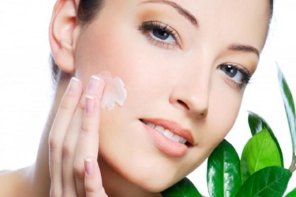 Πώς θα προφυλάξεις το δέρμα σου από την ατμοσφαιρική ρύπανση του καλοκαιριού; 4 tips που θα σε βοηθήσουν!