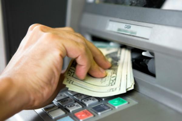 Απίστευτο περιστατικό στην Κάρπαθο! Έκαναν αγιασμό σε... ATM! (video)