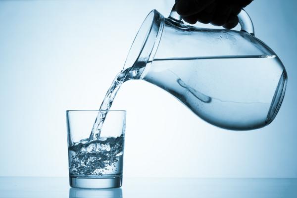 Μύθος τα 8 με 10 ποτήρια νερό ημερησίως! - Ένας εύκολος τρόπος για να υπολογίσεις πόσο νερό χρειάζεσαι!
