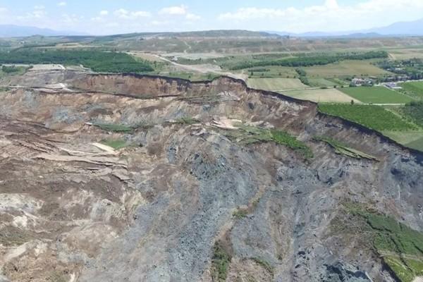 4070758c3e Βιβλική καταστροφή στο Αμύνταιο  Άλλαξε ο χάρτης μετά την κατολίσθηση στο  ορυχείο! (photos+videos) - Ειδήσεις - Athens magazine