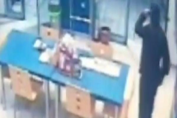 Θεσσαλονίκη: Βίντεο ντοκουμέντο από την ληστεία σε πρακτορείο του ΟΠΑΠ μπροστά στην κάμερα!