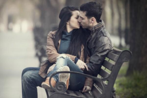 «Όταν κάνω έρωτα με τον σύντροφό μου έχω «αέρια» και ντρέπομαι! Τι να κάνω;» Ο ειδικός σας έχει την απάντηση!