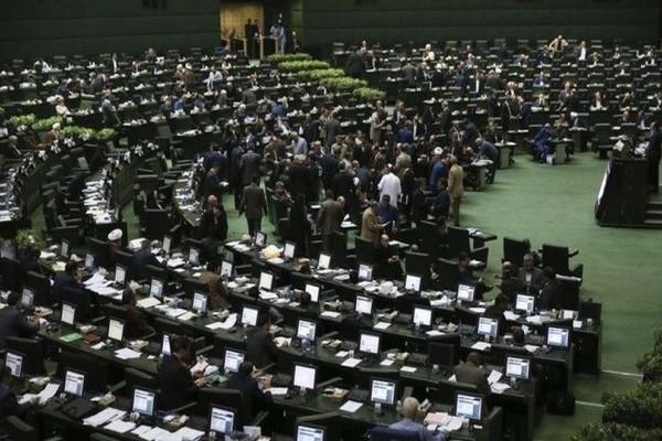 Τρομοκρατία και στο Ιράν: Δύο νεκροί σε επιθέσεις στο κοινοβούλιο και το μαυσωλείο του Χομεϊνί!