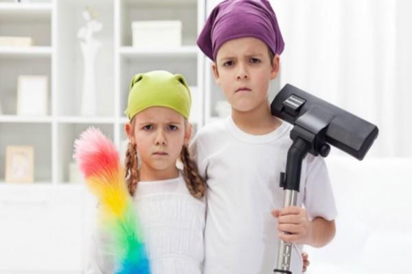 Ζητήστε τη βοήθειά τους: Υπάρχουν απλές δουλειές σπιτιού που μπορούν να κάνουν και τα παιδιά!