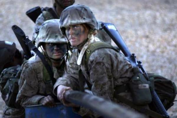 Κορίτσια ντυμένα στα... χακί! Αυτές είναι οι στρατιωτίνες από όλο τον κόσμο! (Photos)