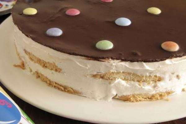Πεντανόστιμη και πανεύκολη τούρτα ψυγείου χωρίς ψήσιμο!