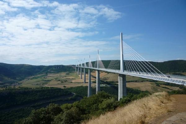 Εντυπωσιακό: Αυτή είναι η ψηλότερη γέφυρα στον κόσμο και βρίσκεται πάνω από την κοιλάδα ενός ποταμού! (Photo)