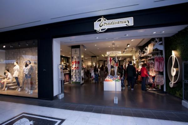 Stradivarius: Το απίθανο καλοκαιρινό φόρεμα που κάνει πάταγο στην αγορά και δεν κοστίζει ούτε 18 ευρώ! (Photo)