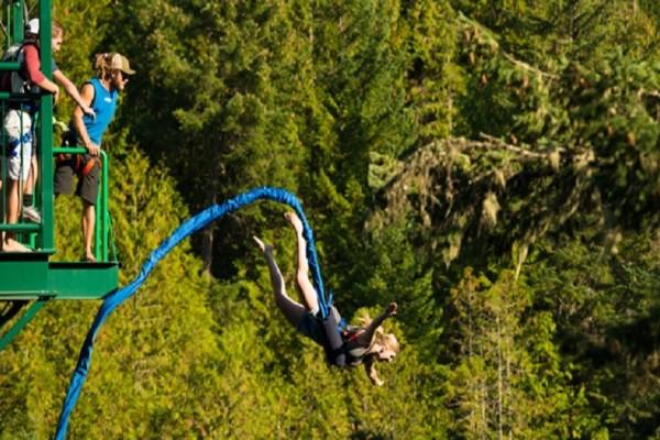 Απίστευτο: 17χρονη έχασε την ζωή της κάνοντας bungee-jumping - Το μοιραίο λάθος του εκπαιδευτή και τα