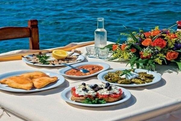 Το BBC αποθεώνει την ελληνική κουζίνα: Αυτά τα 8 ελληνικά φαγητά προτείνει ως τα κορυφαία!
