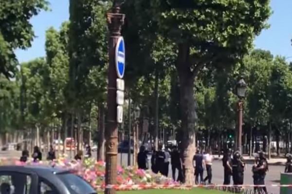 Παρίσι: Αυτοκίνητο έπεσε πάνω σε βανάκι της Αστυνομίας! Μεγάλη αστυνομική επιχείρηση σε εξέλιξη!