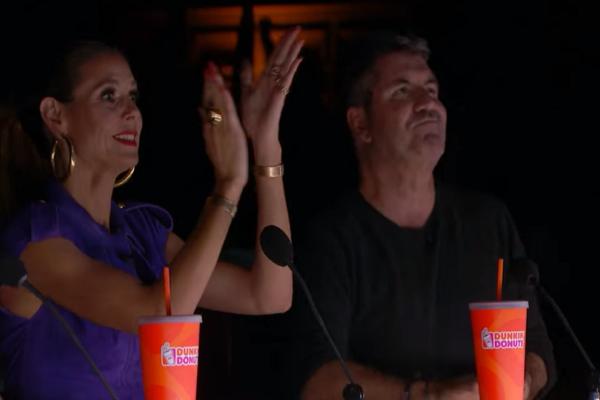 Ομάδα χορευτών που... φωσφόριζε εντυπωσίασε τους κριτές του «Αμερική έχεις ταλέντο»! (video)