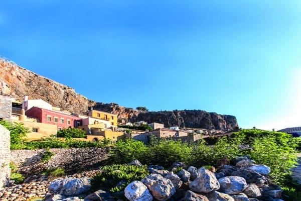 Ετοιμάστε βαλίτσες: 10 υπέροχες αποδράσεις μια ανάσα από την Αθήνα