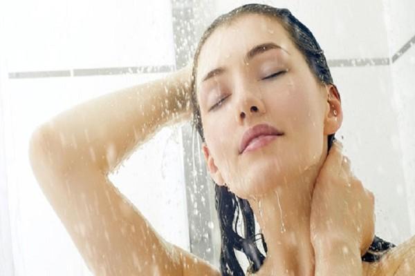 Πόσο συχνά τελικά πρέπει να κάνουμε μπάνιο; Ιδού η απάντηση