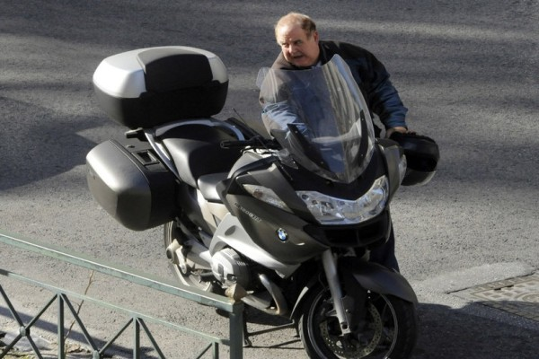 Ατύχημα με τη μηχανή για τον Παύλο Χαϊκάλη!