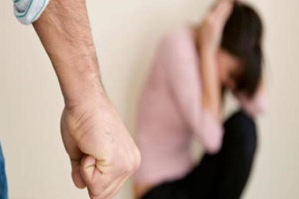 «Μόλις βγω έξω θα σου δείξω...» - Προκαλεί ο πατέρας που ξυλοκοπούσε την κόρη του από την φυλακή! (Video)