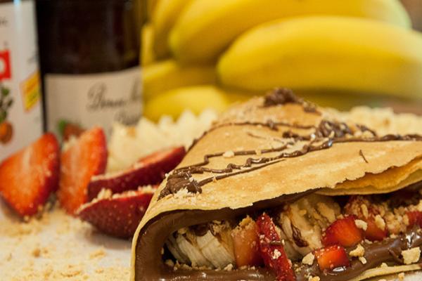Γλυκιά κρέπα με τορτίγια ολικής, ταχίνι με μέλι, μπανάνα και μπισκότο τύπου digestive!
