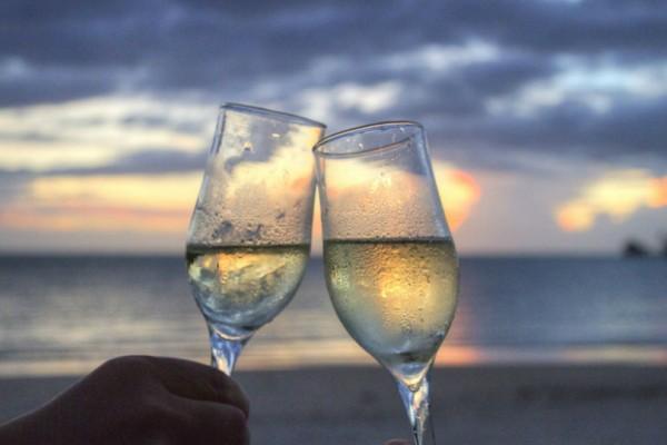 6 καλοκαιρινά κρασιά για... απαιτητικά γούστα!