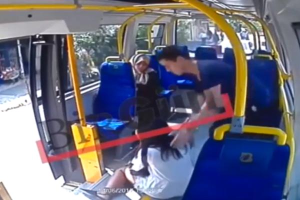 Αδιανόητο: Ξυλοδαρμός φοιτήτριας σε λεωφορείο επειδή φορούσε σορτσάκι! (Video)