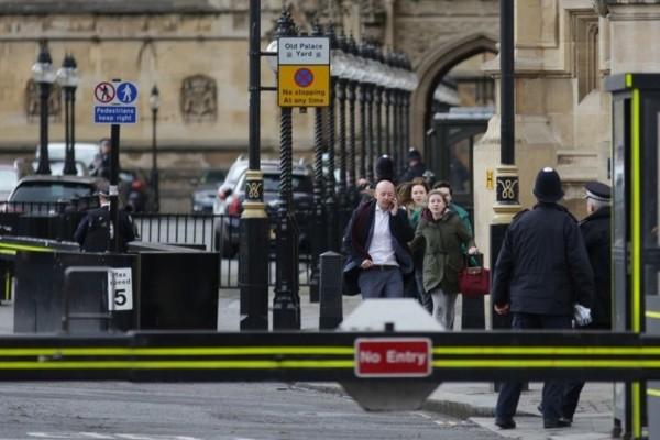 Νέο σοκ στο Λονδίνο: Μαχαίρωσαν γυναίκα και φώναζαν