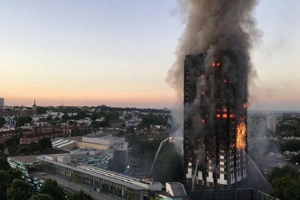 Συγκλονιστικά βίντεο από το Λονδίνο: Εγκλωβισμένοι προσπαθούν να σωθούν από την φωτιά!
