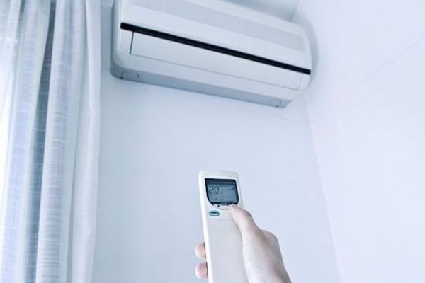 Μιλάμε για αρκετά ευρώ στην τσέπη: Κάντε αυτό το απλό πράγμα και το κλιματιστικό σας θα καίει 40% λιγότερο ρεύμα!